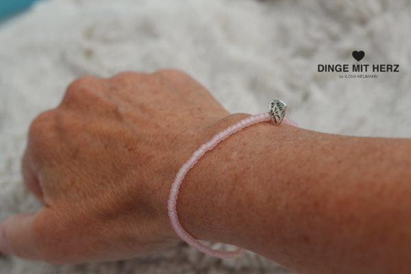 DINGE-MIT-HERZ Armband Mini hellrosa matt iced frosted