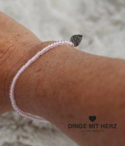 DINGE-MIT-HERZ Armband Mini hellrosa schimmernd jpg