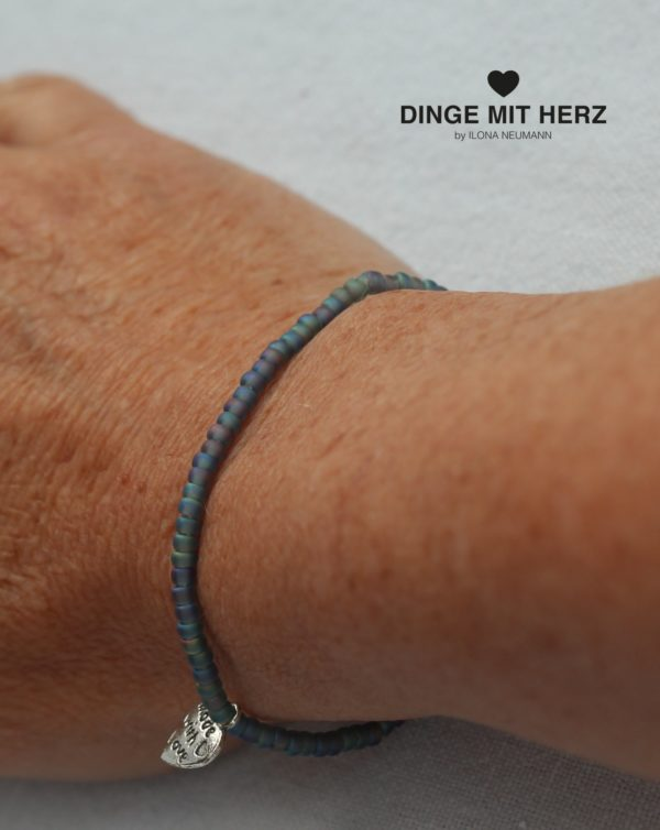 DINGE-MIT-HERZ Armband Mini Blautöne frosted iced matt