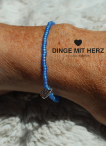 DINGE MIT HERTZ Armband himmelblau iced frosted mini