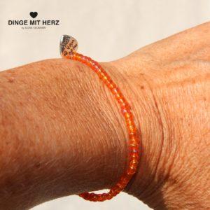 DINGE MIT HERZ ARMBAND orange glänzend mini 2-3 mm