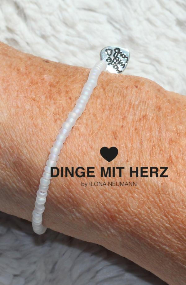 DINGE-MIT-HERZ Armband Mini weiß frosted iced matt