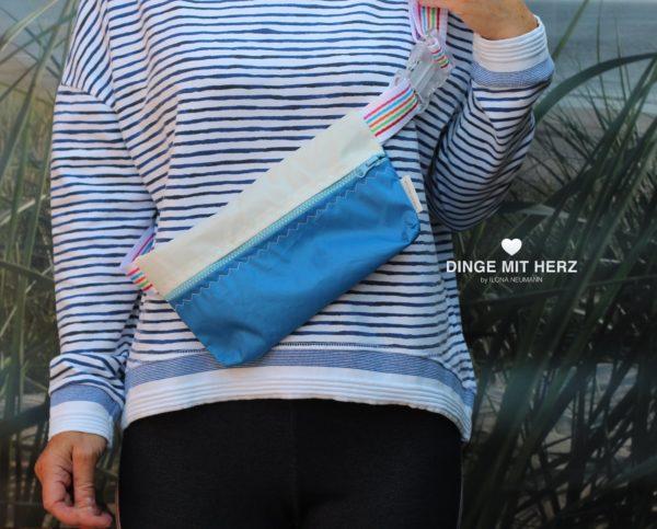Dinge mit Herz Body Bag Bauchtasche Masrupio weiß blau
