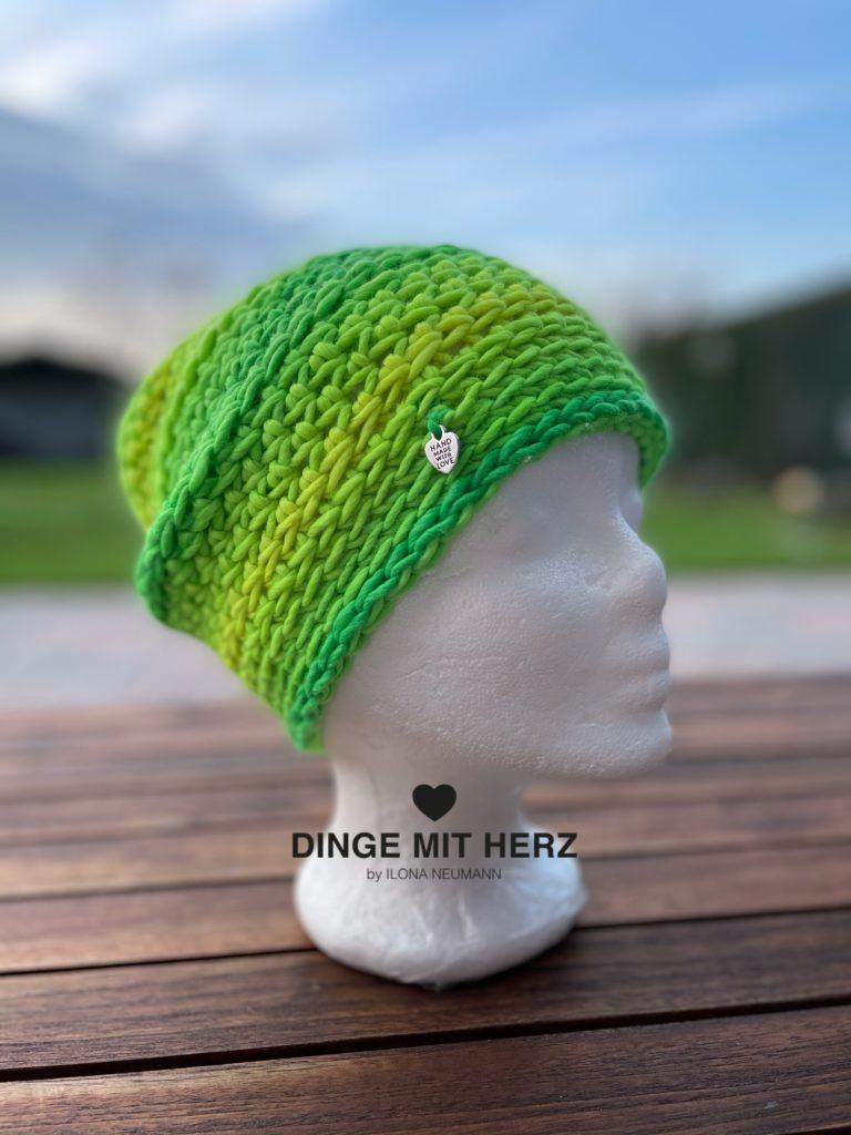 Mütze Cento Damenmütze Wolle Merinowolle maigrün Häkelmütze Handmade Unikat