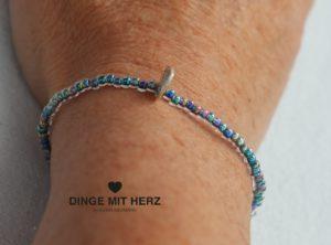 DINGE-MIT-HERZ Armband Mini blau grüne Töne schimmernd