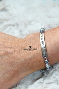 DINGE MIT HERZ Armband Sommer Sale hellgrau dunkelgrau Silberelement all you need is love mittel