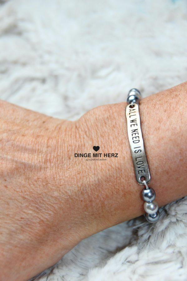 DINGE MIT HERZ Armband Sommer Sale hellgrau dunkelgrau Silberelement all you need is love mittel