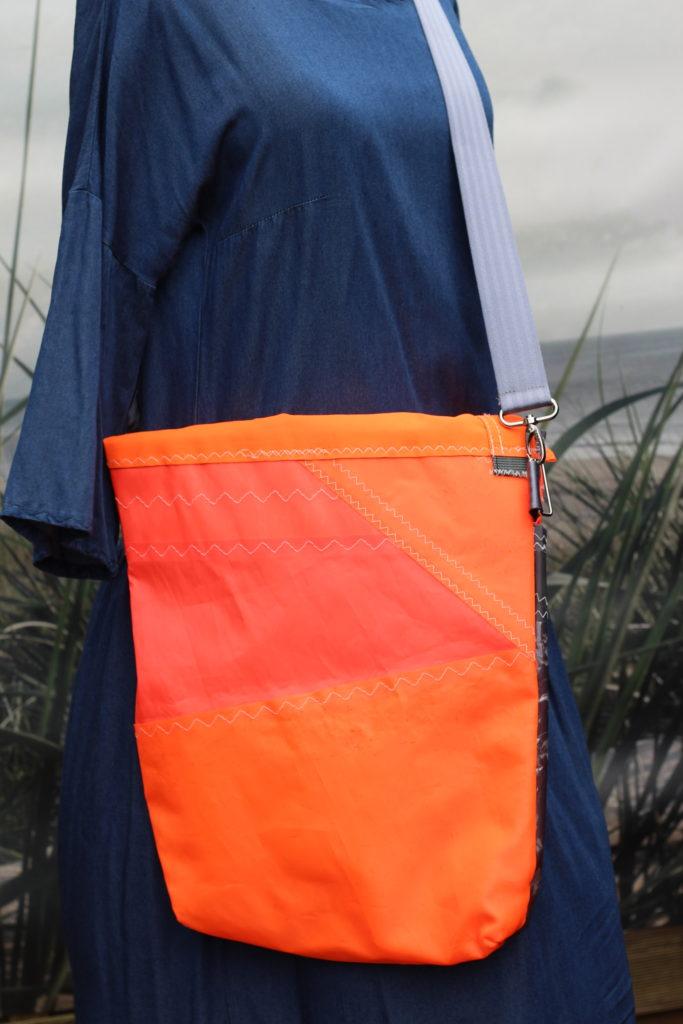 Dinge mit Herz BORSA Umhängetasche aus gesegeltem Segel NEIL PRYDE orange dunkelgrau