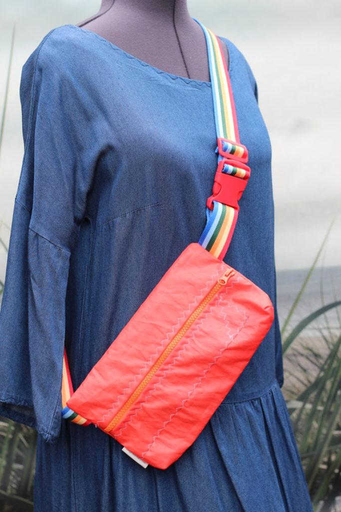 Dinge mit Herz MARSUPIO Tasche aus gesegeltem Segel rot