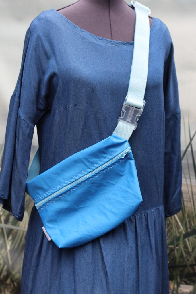 Dinge mit Herz MARSUPIO Tasche aus gesegeltem Segel himmelblau