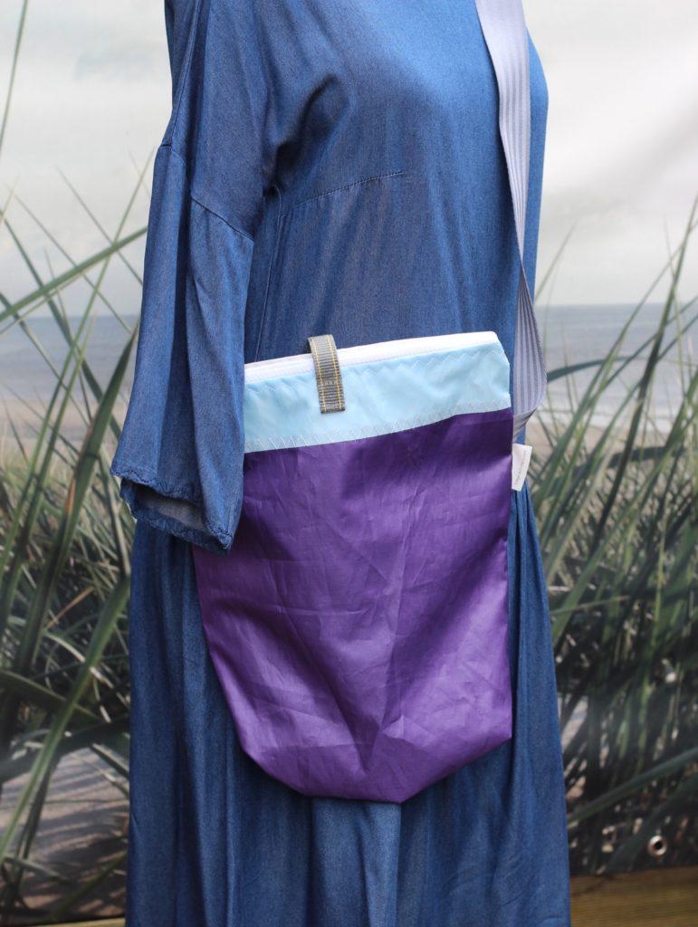 Dinge mit Herz MEDIA mittelgroße Tasche aus gesegeltem Segel lila weiß hellblau